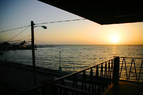 Hokol Kin Guesthouse: sunrise from the deck outside the room