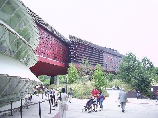 Musee du quai Branly - Jacques Chirac: Quai Branly Museum - Jean Nouvel (July 2007)