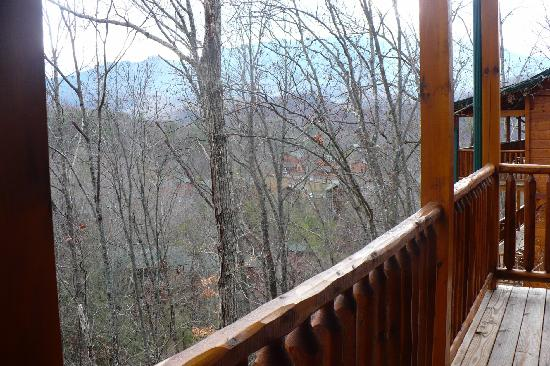 Gatlinburg Falls Resort: View from the porch