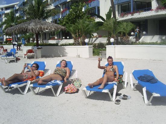 Royal Palm Beach Resort: The hotel beah