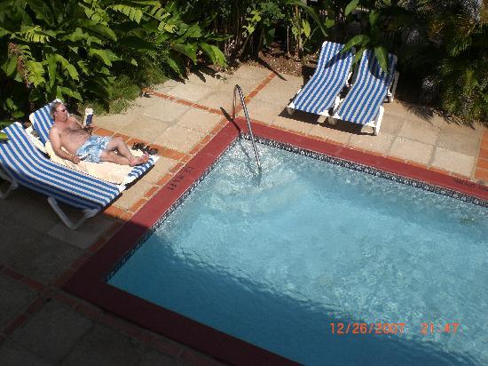 Sandals Ochi Beach Resort: Our own swimming pool