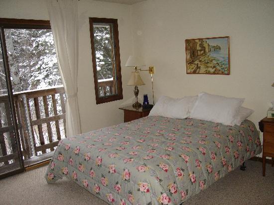 Hemlock Ridge Condominium: Master b-room