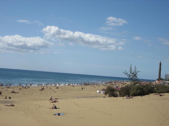 Faro de Maspalomas: beach with the Faro light house