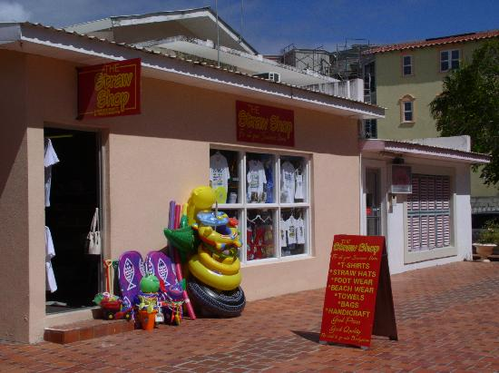 Monteray Apartment Hotel: gift shop and arcade