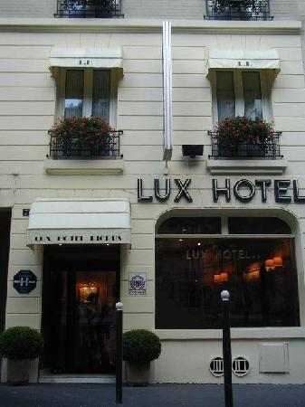 Lux Hotel Picpus : Front of Hotel- very tall although not visible in picture
