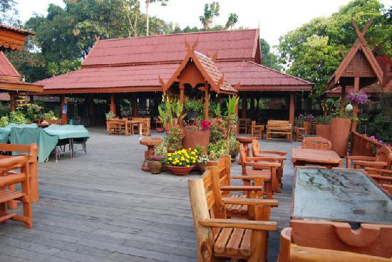 Maeyom Palace Hotel: Outside Restaurant
