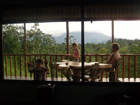 ‪‪Leaves and Lizards Arenal Volcano Cabin Retreat‬: My boys enjoying the view‬