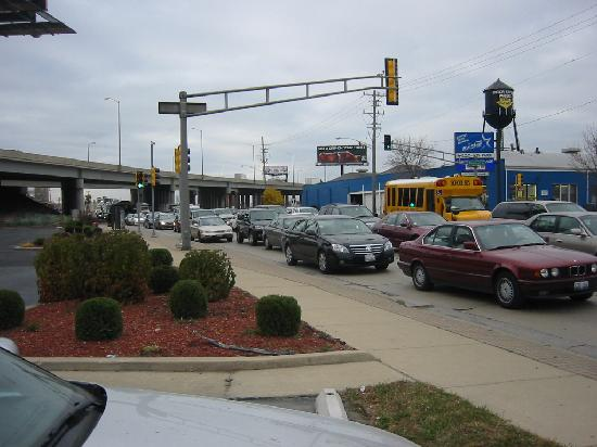 Quality Inn O'Hare Airport: Traffic Outside Motel 8:00 am