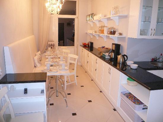 Angel House Bed & Breakfast: kitchen breakfast room