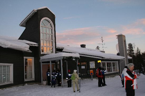 Hotel Yllasrinne: Hotel main entrance