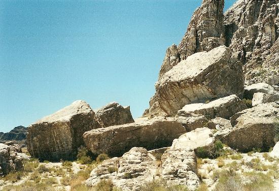 Boulder in Ibex, 50 Meilen westlich von Delta