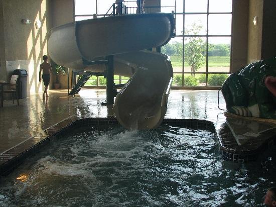 Sioux Falls ClubHouse Hotel & Suites: Water slide