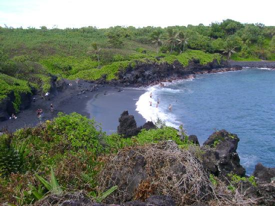 Wai'anapanapa State Park: beach from above