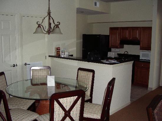 Lake Buena Vista Resort Village & Spa: Dining Area and Kitchen