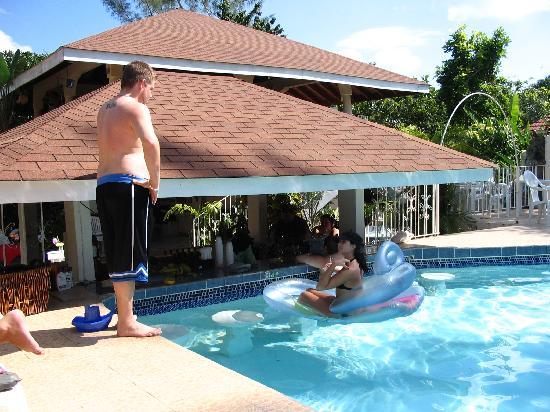 Seastar Inn: Swim Up Bar