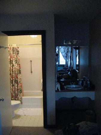The Mountain Inn: Bathroom