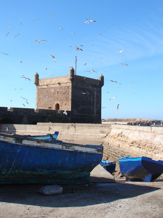 Essaouira, Marocko: The old fort at the port entrance
