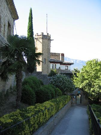 Hotel Castillo El Collado : Looking towards the hotel