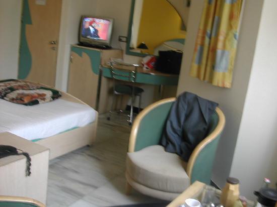 Suncourt Hotel Yatri: Chambre Hotel Yatri-2005