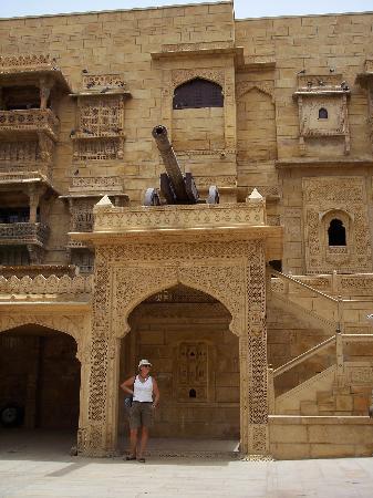 Narayan Niwas Palace: entrée de l'hotel