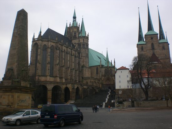 Erfurt, Tyskland: The big Cathedral and accompanying Protestant Church