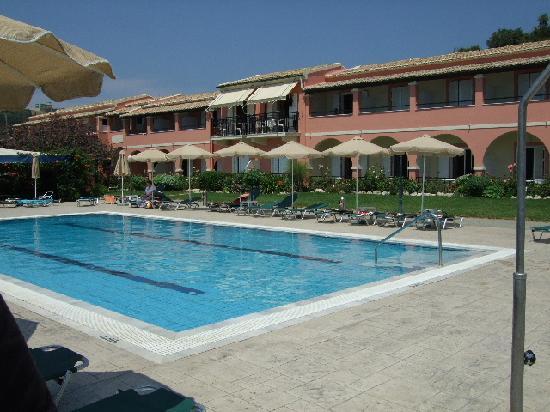 Hotel Costas Golden Beach: Poolside at CGB