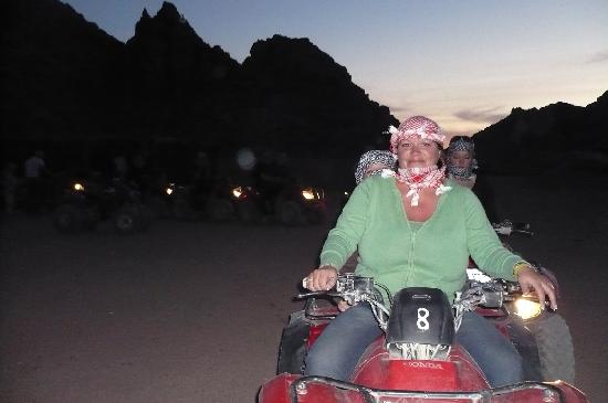 Sultan Gardens Resort: Quad biking in desert
