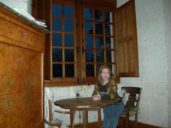 Chateau Puyferrat: mesa habitacion