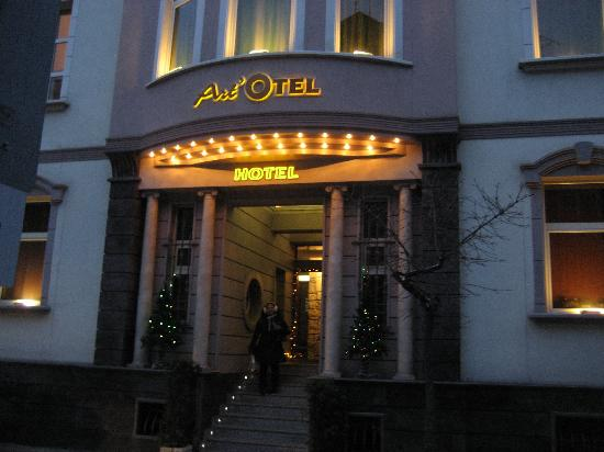 Art Otel: Artotel entrance