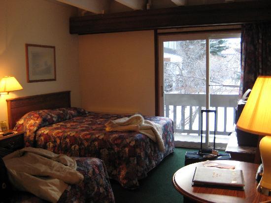 Banff Voyager Inn: double Queen beds