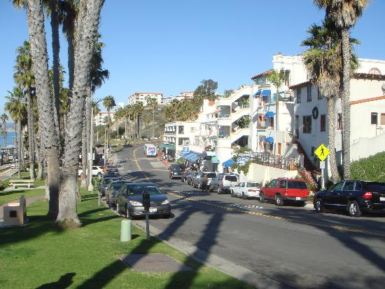 Beachcomber Inn: Street side view