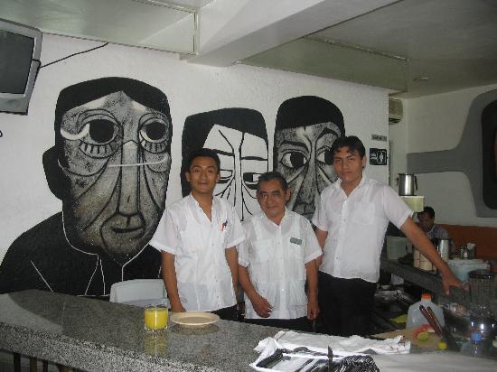 Luz En Yucatan: Cafeteria Pop Staff