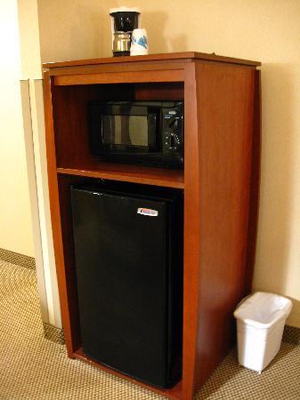 Hampton Inn Spearfish: Microwave, fridge, coffee maker