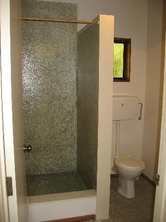 The Hobbit Motorlodge: Bathroom pic