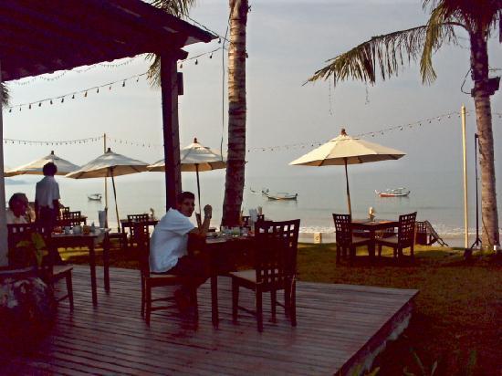 Chongfah Beach Resort: Restaurant