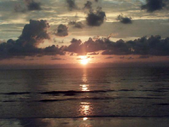 Chongfah Beach Resort: Sunset at Chong Fah