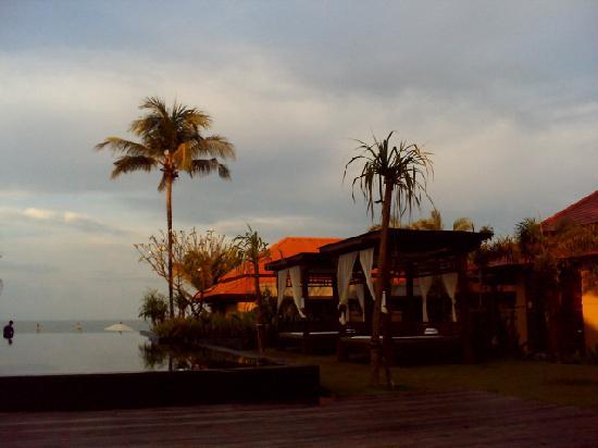 Chongfah Beach Resort: View from entrance