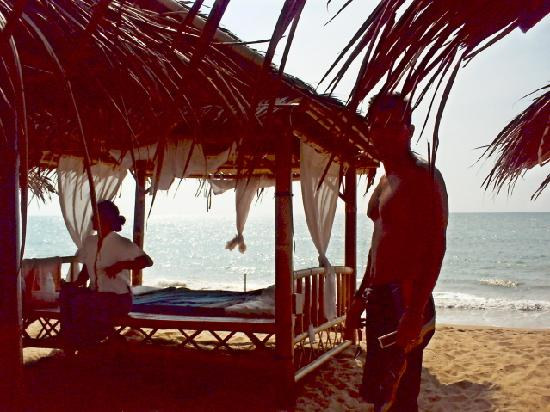 Chongfah Beach Resort: Beach massage