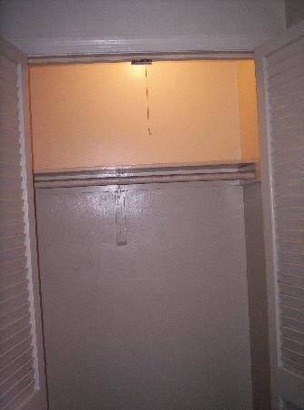 Stratford Motor Lodge : The closet was large.