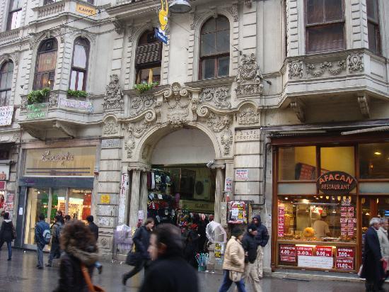 Lion Hotel: shops @ Taksim