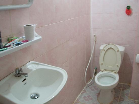 New Bequest Angkor Hotel: Clean bathrooms