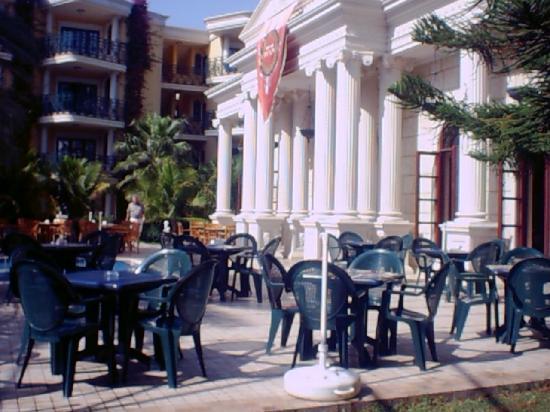 Yetkin Club Hotel: restaurant exterieur