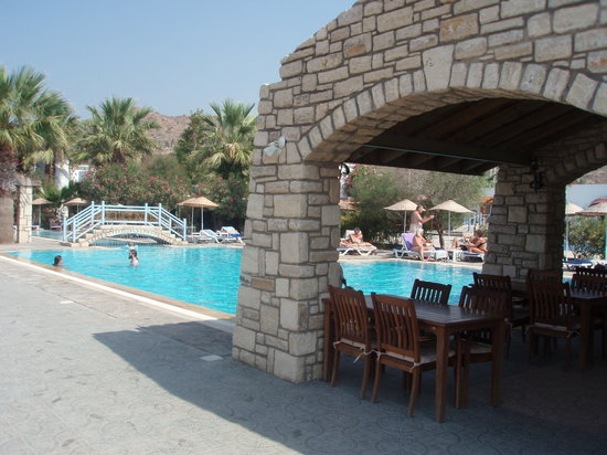 Ortakent, Turkey: Hotel pool & restaurant