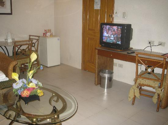 Golden Pine Hotel : Dining Area, entrance and TV