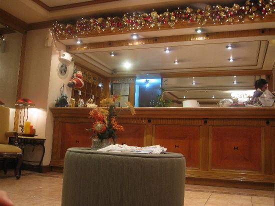 Golden Pine Hotel: Hotel Lobby