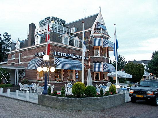 Bergen, Niederlande: The main building