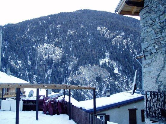 Chalet la Tarine: View from bathroom window