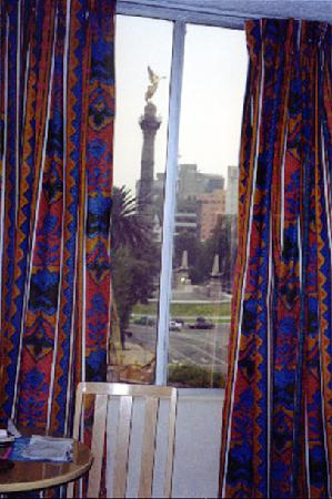 Hotel Del Angel: The view of El Monumento a la Independencia