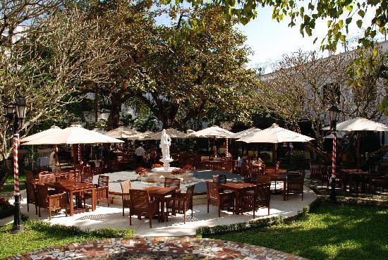Hotel Saigon Morin: outdoor dining
