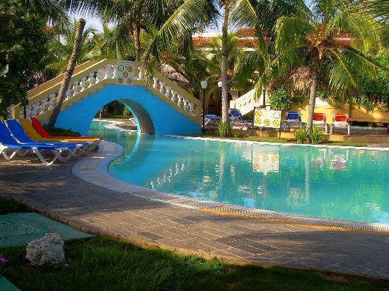 Des gens plein de couleur et de charme picture of brisas trinidad del mar - Photo de charme en couleur ...